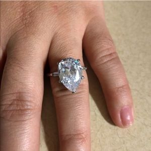 SILVER PLATED PEAR SHAPE RING